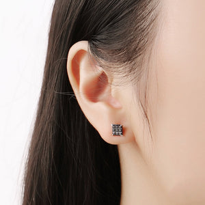 Load image into Gallery viewer, Mal Black Onyx Square Cut Silver Stud Earrings Model