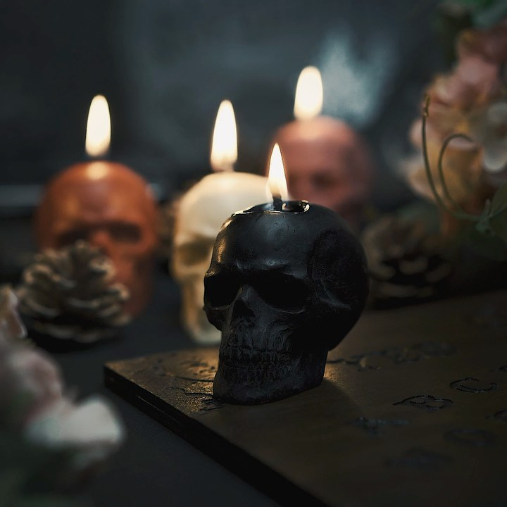 White skull - Beeswax candle