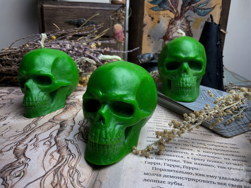 Green skull - Beeswax candle