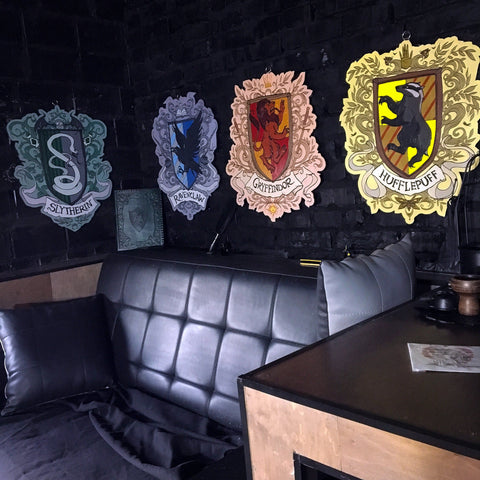 Decor - Set Of 4 Wooden Emblems - Hogwarts Houses -Color