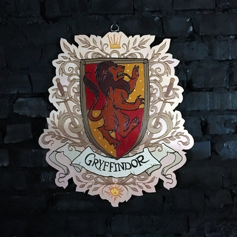 Decor - Wooden Emblem - Gryffindor - Color