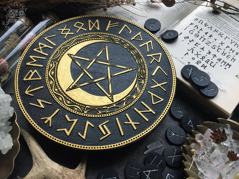 Elder Futhark Runes - PentaMoon - Black\Gold