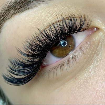 Client wearing Glad Lash Easy Fans