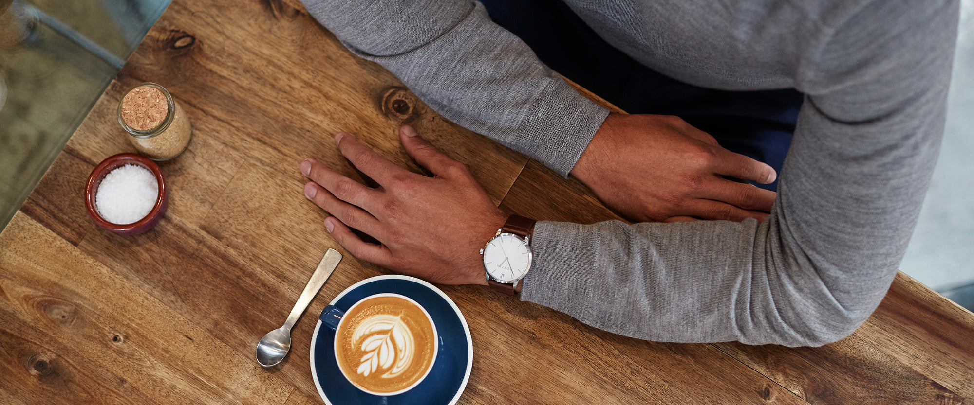 Man wearing Rokzin Howlite Classic Oak watch