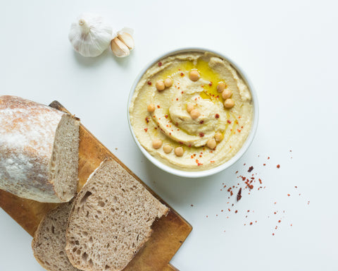 Snacks for energy: Hummus and bread