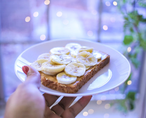 Snacks for energy: Bananas and peanut butter