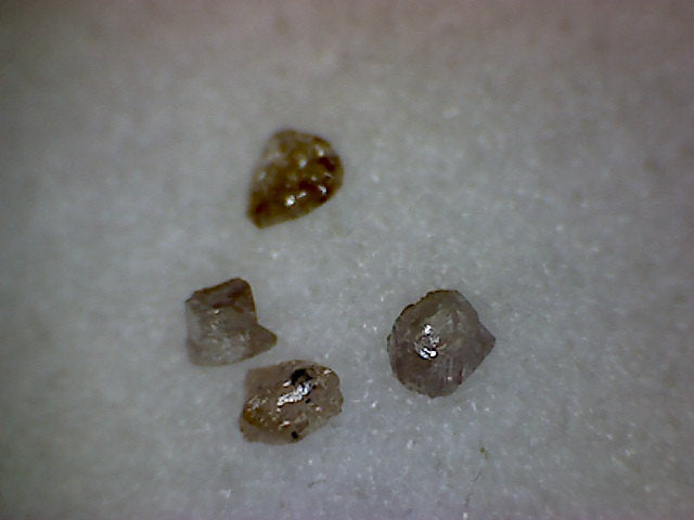 Lot of 1mm pinkish Diamonds