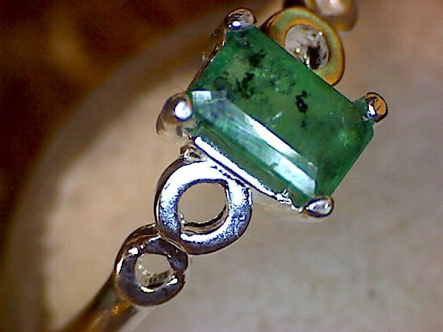Emerald Loop Shank Ring