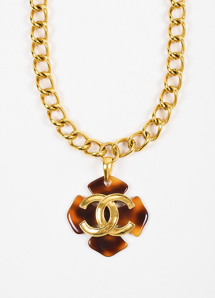 Chanel Gold Toned Chain Link Tortoise Shell Clover 'CC' Pendant Necklace Detail