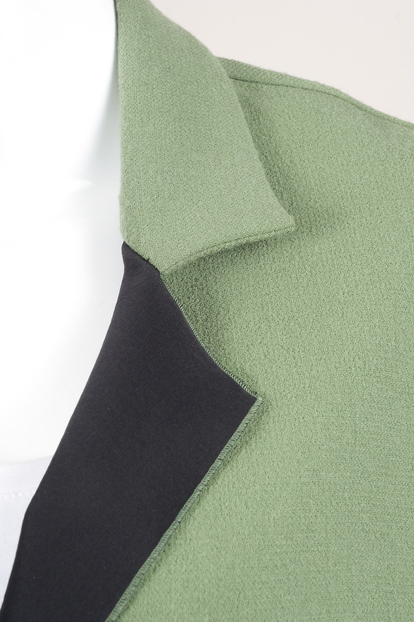 Roland Mouret Green Wool Knit Magnetic Button Oversized Jacket Detail