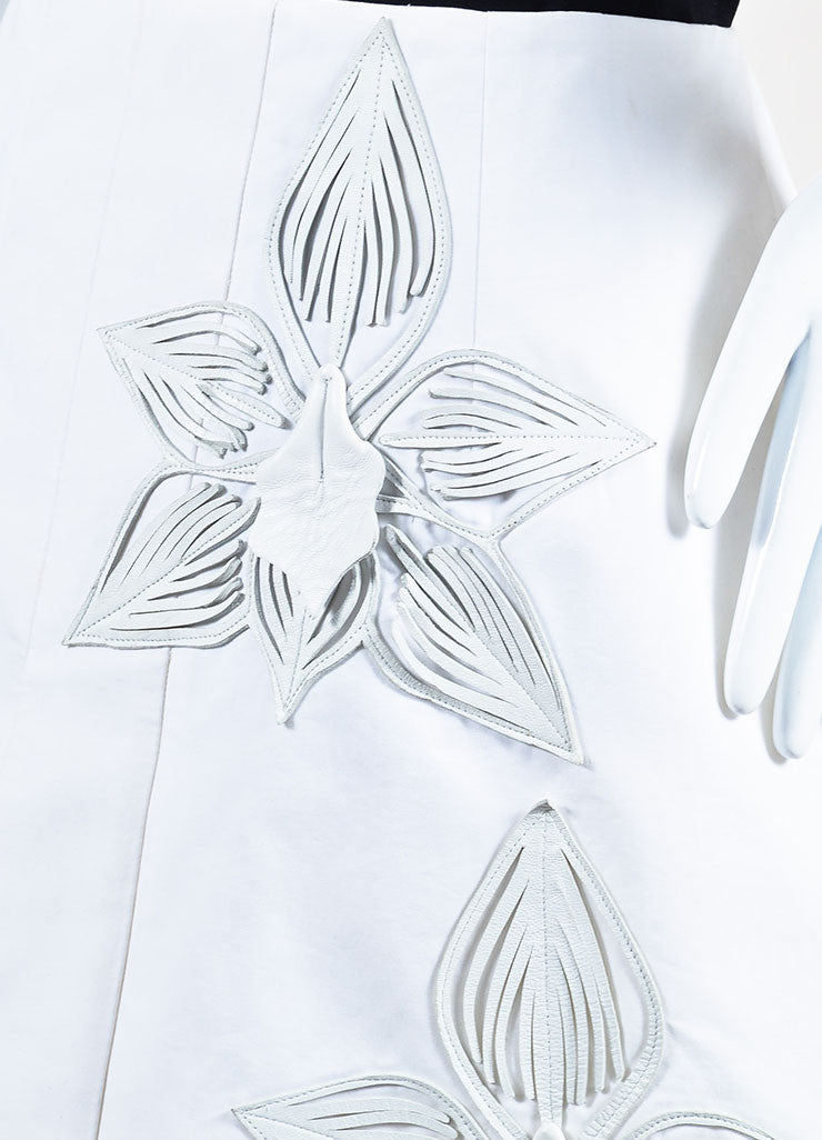 Fendi White Cotton and Leather Flower Embellished Mini Skirt Detail