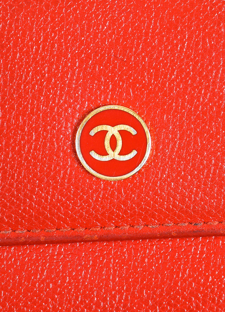 Red Chanel Leather Gold Toned Metal 'CC' Flap Top Compact Wallet Detail 2