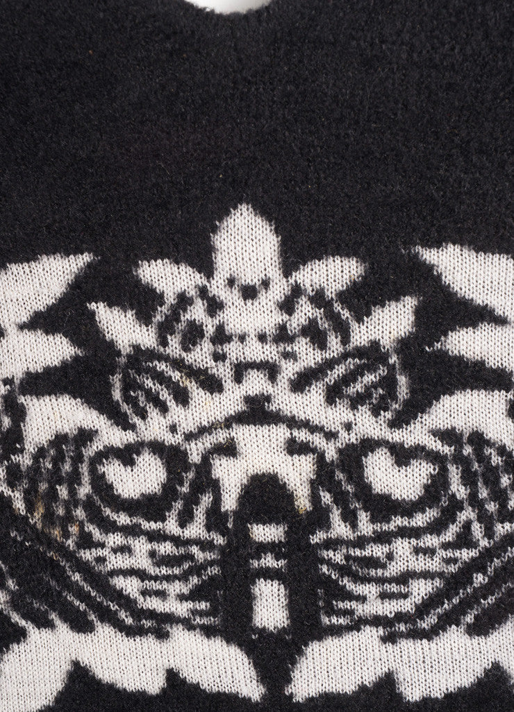 Chanel Black and White Wool Blend Floral Knit Cap Sleeve Sweater Detail