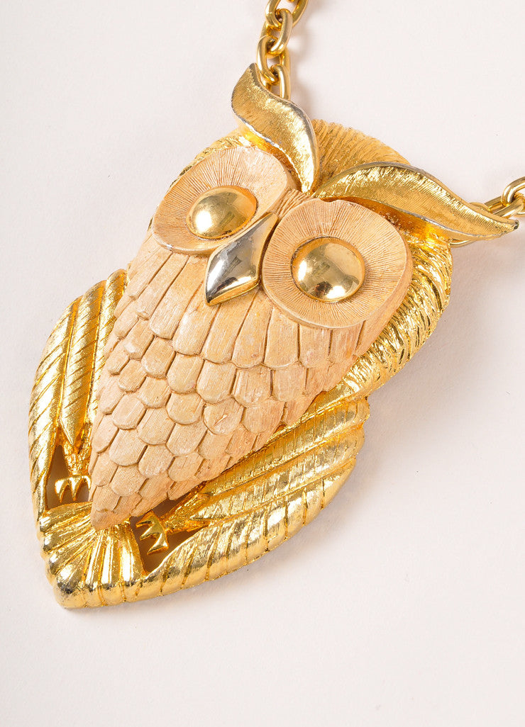 Vintage Gold Toned Metal and Plastic Oversized Owl Chain Necklace Detail 2