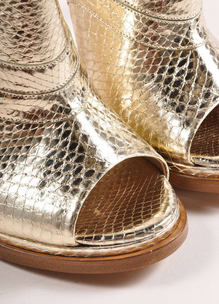 Chloe Metallic Gold Snakeskin Embossed Leather Loafer Pumps Detail