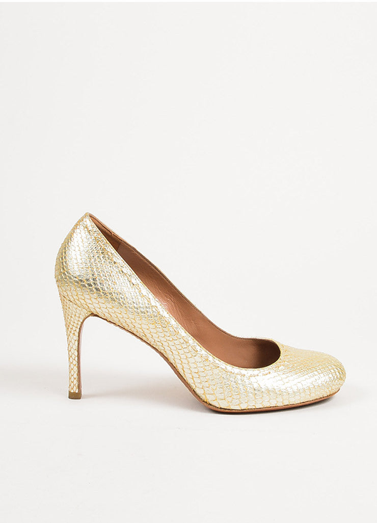 ¥éËAlaia Gold Metallic Snakeskin Top Stitch Round Toe Pumps Sideview