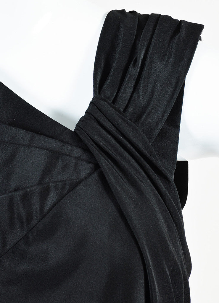 Oscar de la Renta Black Silk Pleated Sleeveless Full Length Gown Detail