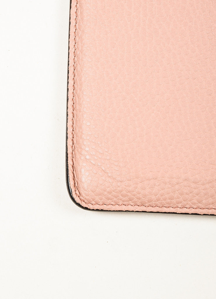 "¥éËGucci Blush Dusty Pink Pebbled Leather ""GG"" Embroidered ""Soho"" iPad Case Detail"
