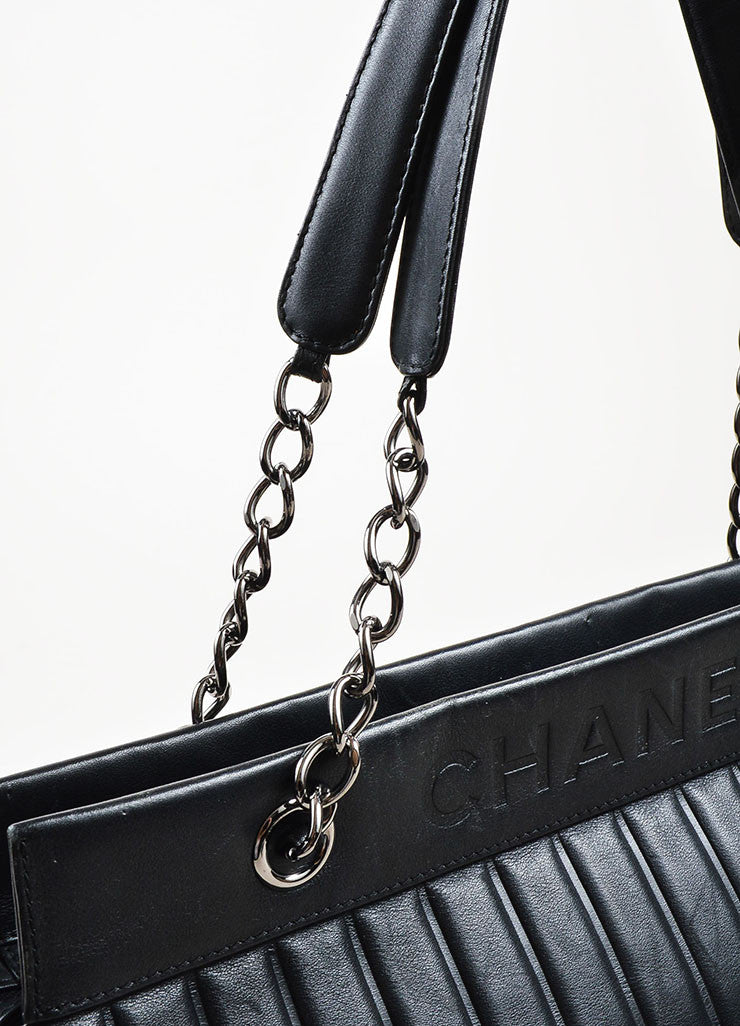 Chanel Black Leather Vertical Quadro Quilted Silver Toned Chain Shoulder Bag Detail 3