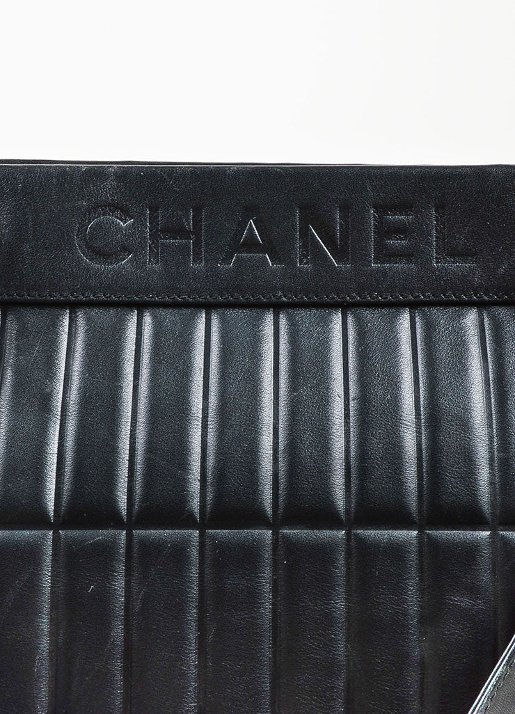 Chanel Black Leather Vertical Quadro Quilted Silver Toned Chain Shoulder Bag Detail 5