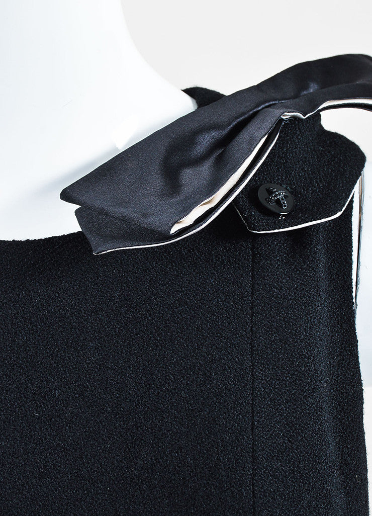 Chanel Black and White Wool and Silk Bow Brooch Detailed Sleeveless Dress Detail