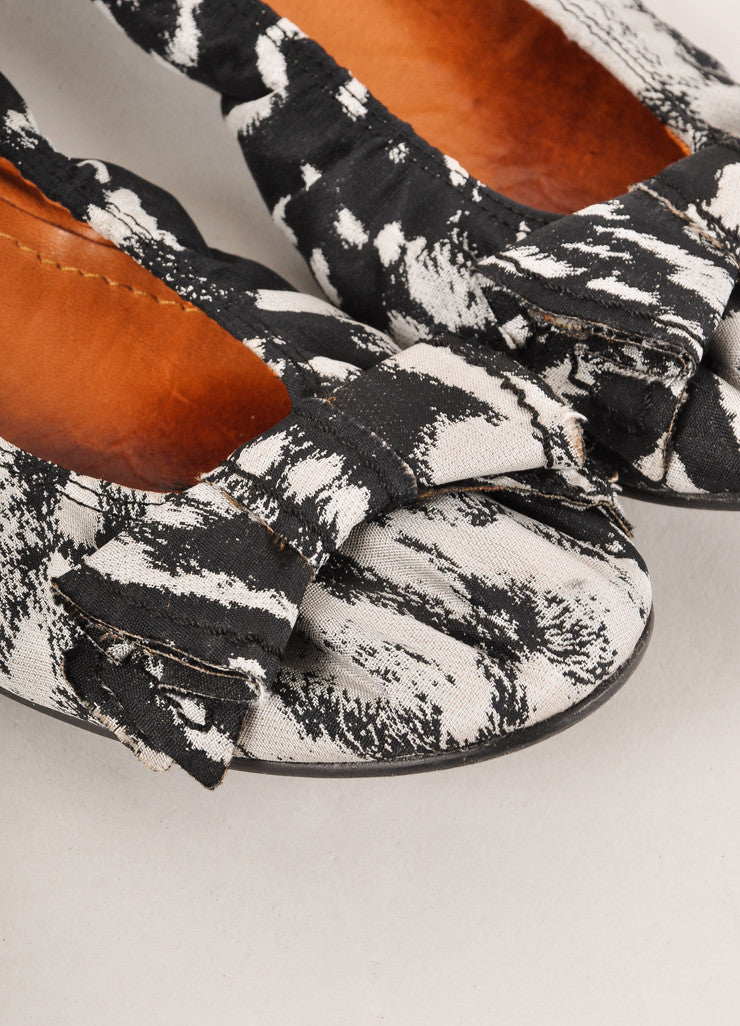 Lanvin Black and Grey Abstract Printed Bow Detail Canvas Ballet Flats Detail