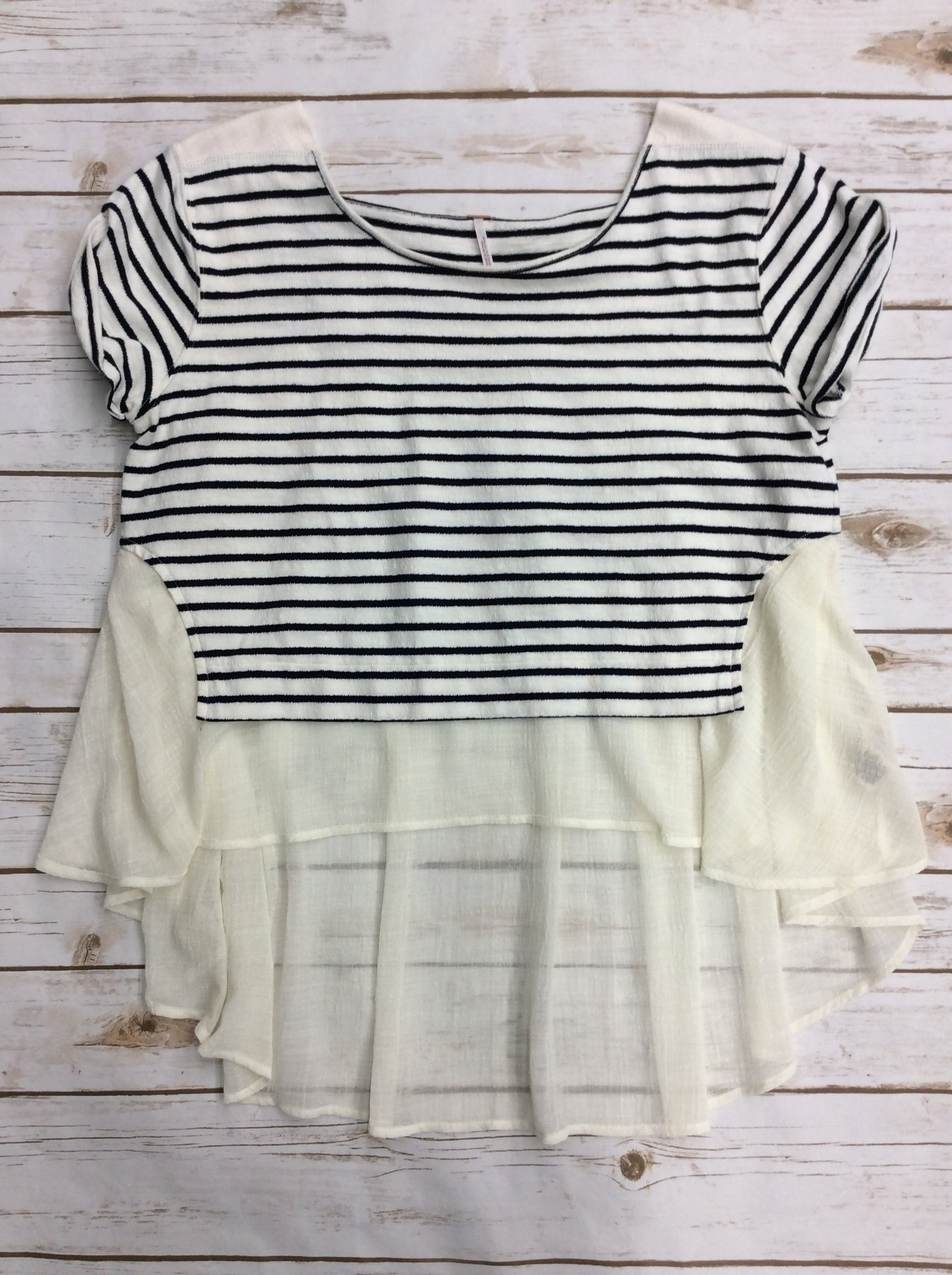 Primary Photo - BRAND: FREE PEOPLE <BR>STYLE: TOP SHORT SLEEVE <BR>COLOR: STRIPED <BR>SIZE: M <BR>SKU: 220-220138-23212