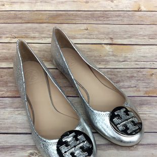 Primary Photo - BRAND: TORY BURCH STYLE: SHOES FLATS COLOR: SILVER SIZE: 8.5 SKU: 220-220101-3556
