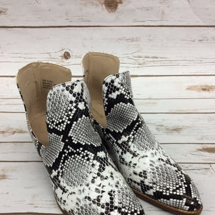 Primary Photo - BRAND:    CLOTHES MENTOR STYLE: BOOTS ANKLE COLOR: SNAKESKIN PRINT SIZE: 9 OTHER INFO: ARIDER GIRL - SKU: 220-220101-3776