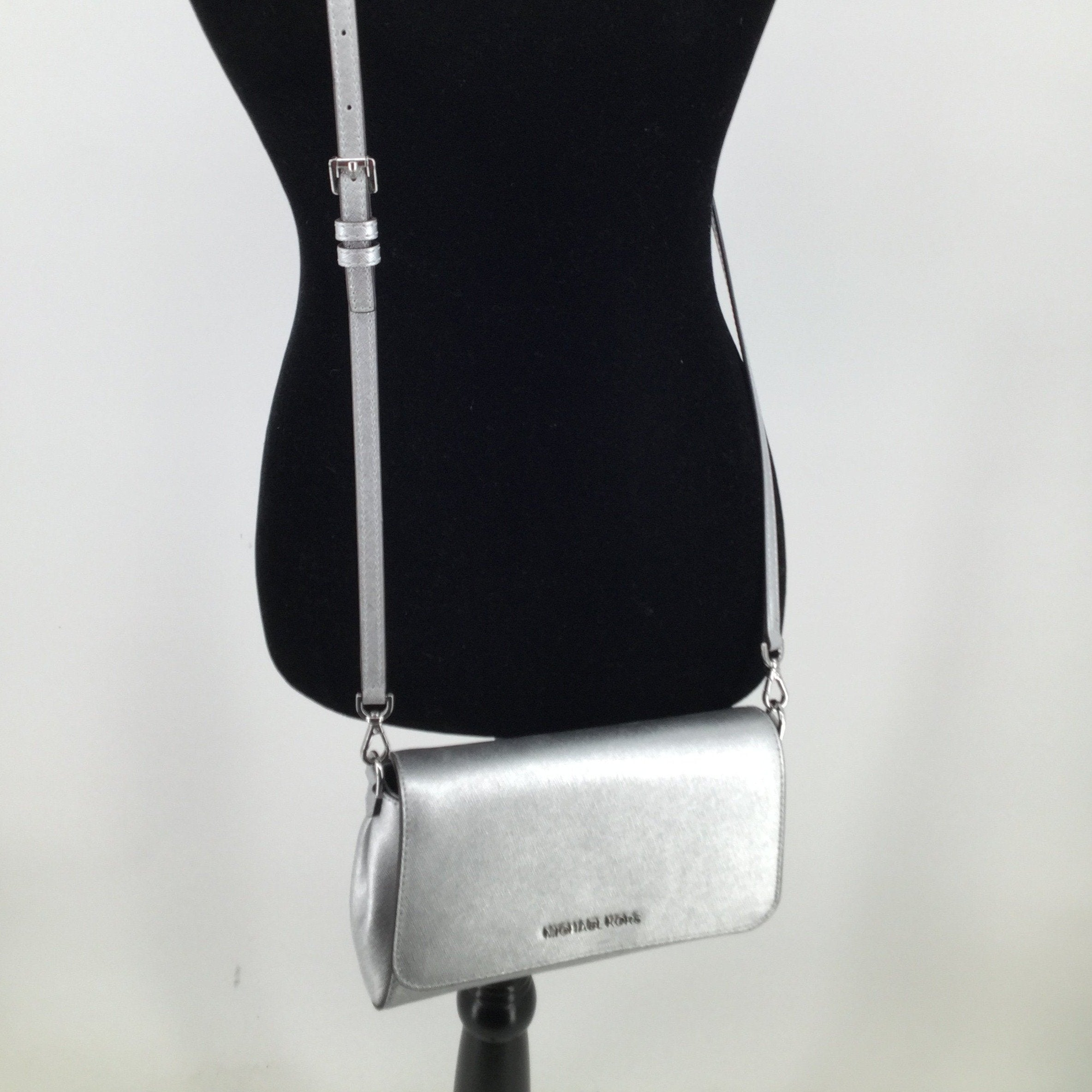 Michael Kors Handbag Designer Size:small - <P>SILVER CROSSBODY IN EXCELLENT CONDITION BY MICHAEL KORS.  SILVER HARDWARE.  OUTSIDE HIDDEN POCKET.  INTERIOR HAS ONE ZIPPERED AND ONE OPEN POCKET.</P>