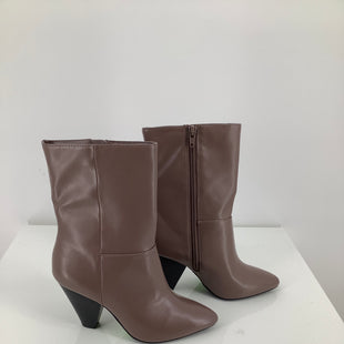 Primary Photo - BRAND: CHRISTIAN SIRIANO , STYLE: BOOTS ANKLE , COLOR: TAUPE , SIZE: 6.5 , SKU: 105-4189-563