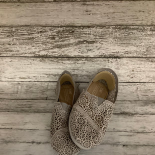 Primary Photo - BRAND: TOMS , STYLE: SHOES FLATS , COLOR: GREY , SIZE: 7.5 , SKU: 105-4189-3113