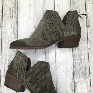 Primary Photo - BRAND: VINCE CAMUTO , STYLE: BOOTS ANKLE , COLOR: OLIVE , SIZE: 6 , SKU: 105-3752-25637