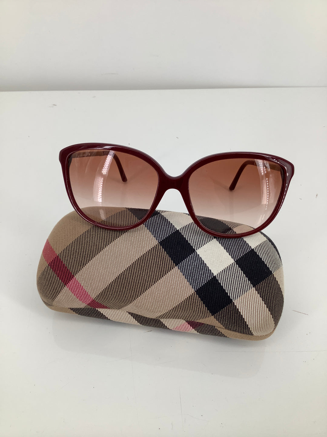 Primary Photo - brand: burberry , style: sunglasses , color: maroon , sku: 105-5184-5892