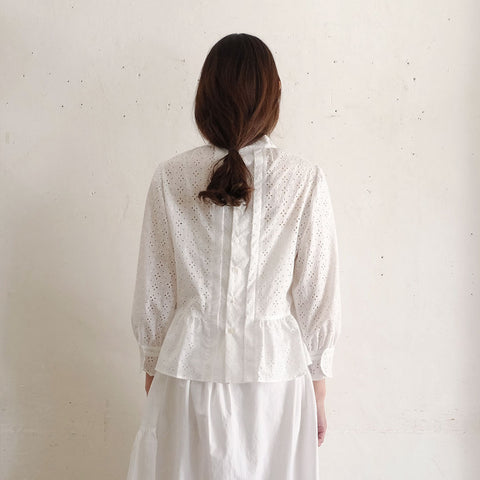 [the last flower of the afternoon]春霞むembroidery blouse