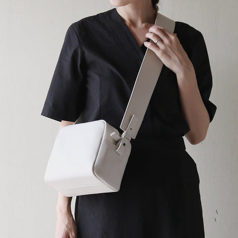 [TIDI DAY AND AUGUST]Cube shoulder bag