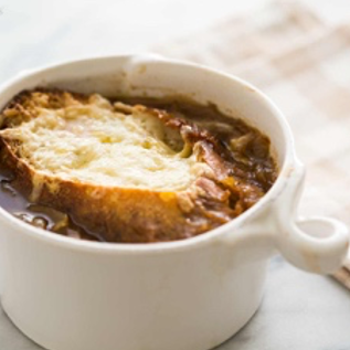French onion soup with garlic croutons (1 L)