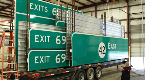 photo of guide sign delivery trailer