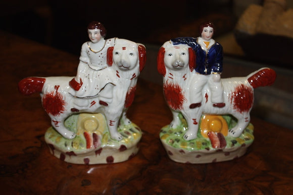 ENGLISH STAFFORDSHIRE PAIR OF FIGURINES  -  SKU473