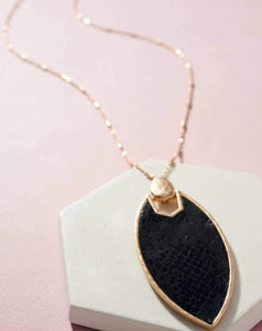 LONG ANIMAL PRINT LEATHER NECKLACE