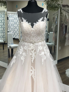 Champagne Ballgown w/ Lace Bodice and Tulle Skirt
