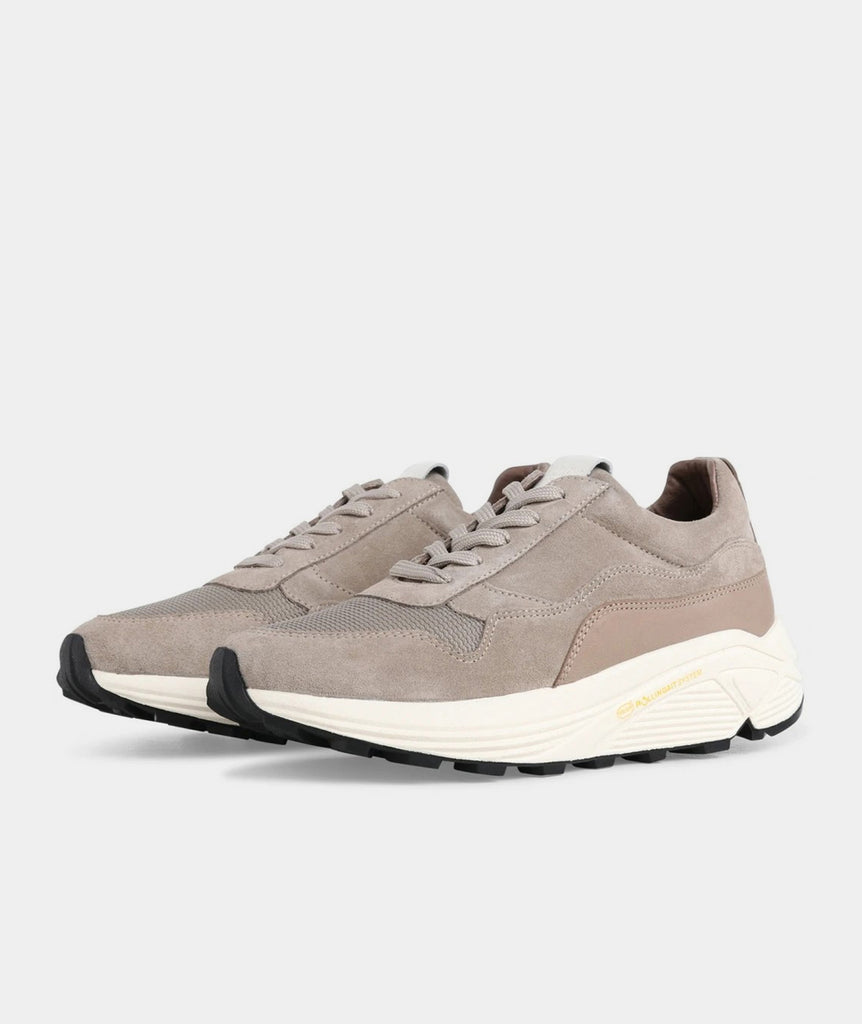 GARMENT PROJECT WMNS Bailey Runner - Earth / Off White Shoes 260 Earth