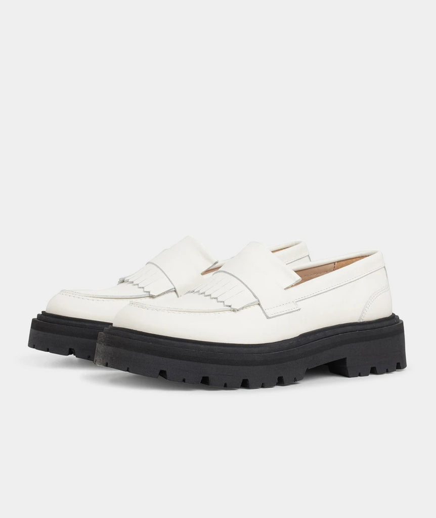 GARMENT PROJECT WMNS Spike Loafer - Off White Slip-on 110 Off White