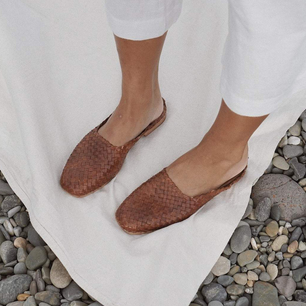 St. Agni - Agnese Woven Flat in Antique Tan