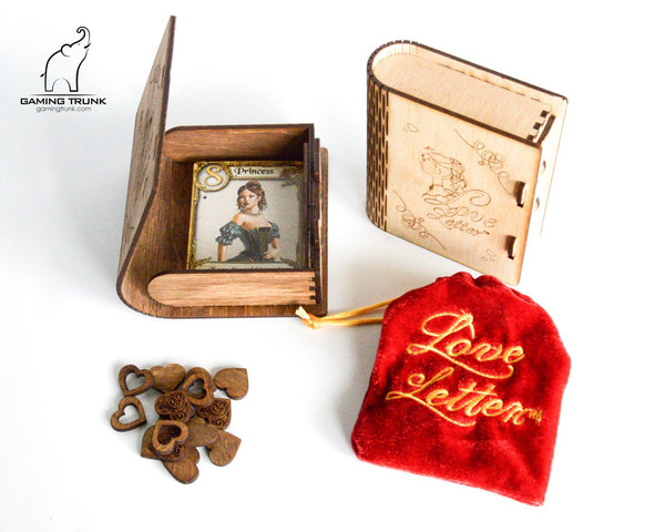 Gaming Trunk - Secret Letter case and 14 wooden heart tokens for Love Letter (Walnut)
