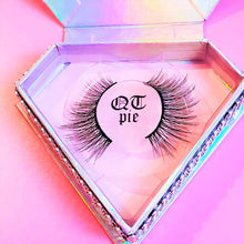 "Load image into Gallery viewer, ""QT Pie"" Wispy 3D Mink Lashes"