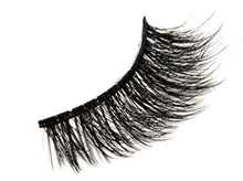 "Load image into Gallery viewer, ""Darlin' Nikki"" Wispy 6D Cruelty Free Lashes"
