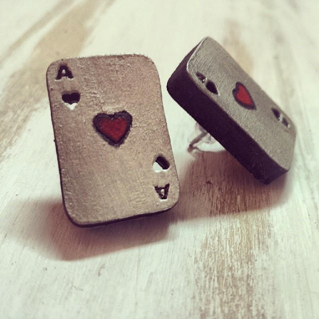 QUEEN OF HEARTS Wood Earrings