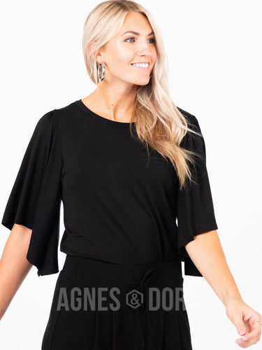 Agnes & Dora™ Country Road Top Black