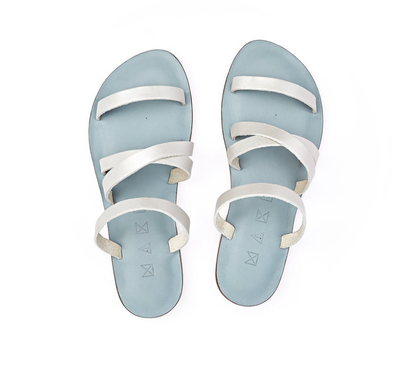 Top view of the handmade Wind women's slip-on leather sandals in light grey insole with silver straps / SILVER